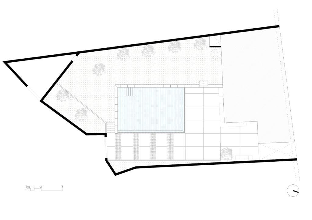 Progetto piscina a sfioro e spazi esterni
